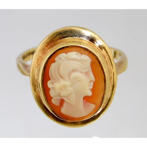 9ct Yellow Gold Cameo Ring. Hallmarked .375.  Size L