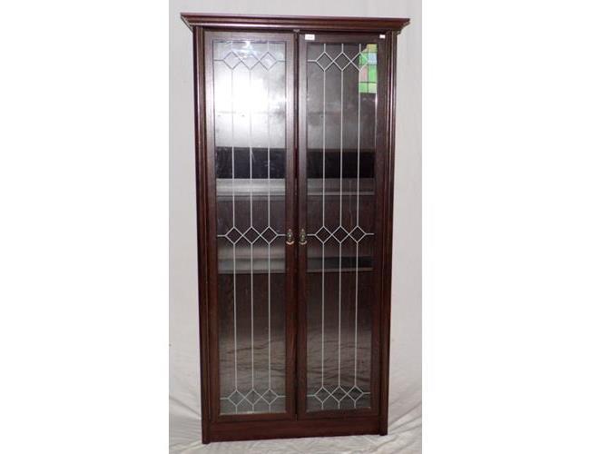Collectors Oak Display Cabinet. 20thc Having  3 Shelves